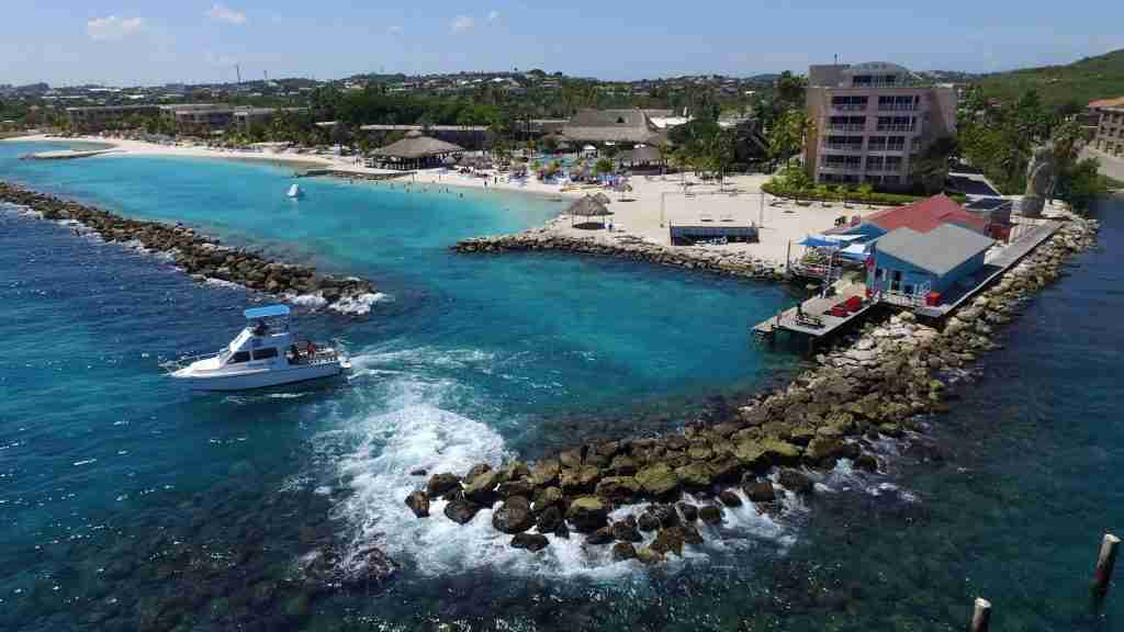 Boat Diving in Curacao | Ocean Encounters